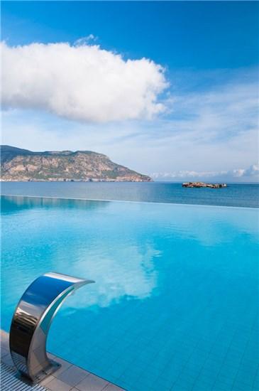 Πισίνα στο Ξενοδοχείο Alimounda Mare Κάρπαθος - Έργο 1 8