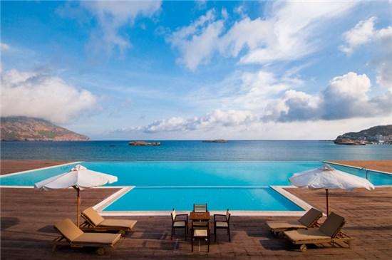 Πισίνα στο Ξενοδοχείο Alimounda Mare Κάρπαθος - Έργο 1 14
