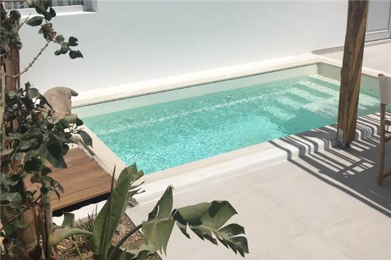 Φωτογραφίες από τις 50 Πισίνες Fiberglass στα ξενοδοχεία Niki Beach και Garden στη Σαντορίνη