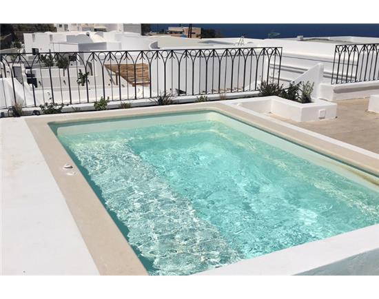 Μερικές φωτογραφίες από τα 35 Τζακούζι σε 2 ξενοδοχεία στη Σαντορίνη