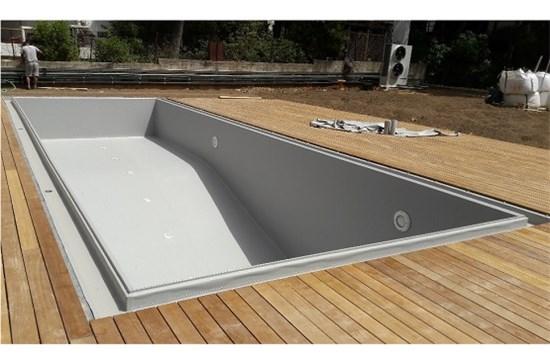 Πισίνα προκάτ με περιμετρική υπερχείλιση και liner γκρι στην Εκάλη - Έργο 5