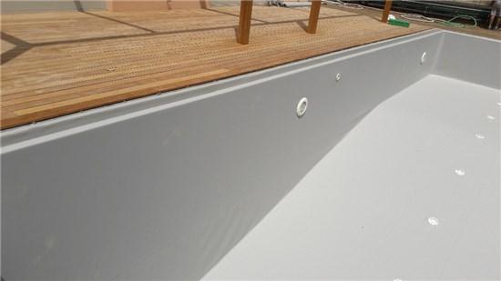 Πισίνα προκάτ με περιμετρική υπερχείλιση και liner γκρι στην Εκάλη - Έργο 5 2