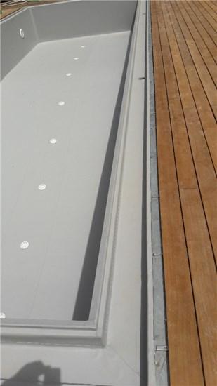 Πισίνα προκάτ με περιμετρική υπερχείλιση και liner γκρι στην Εκάλη - Έργο 5 3