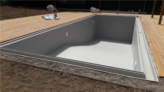 Πισίνα προκάτ με περιμετρική υπερχείλιση και liner γκρι στην Εκάλη - Έργο 5 7