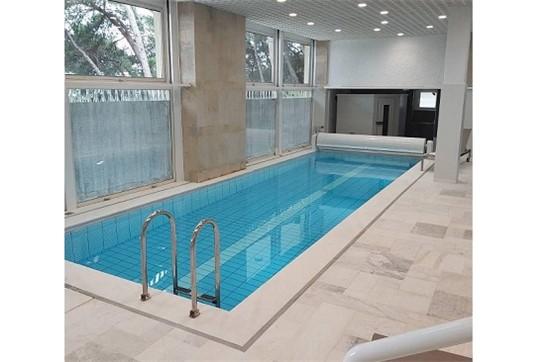 Εσωτερική πισίνα μπετόν με σκίμμερ και κάλυμμα στην Εκάλη - Έργο 26