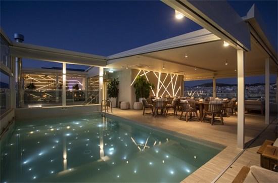 Πισίνα μπετόν με Σκίμμερ στο ξενοδοχείο GREEN HOTEL SUITES στην Αθήνα - Έργο 8