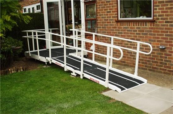 15) Υδραυλικά Lifts - Αναβατόρια - Κυλιόμενα καθίσματα - Ράμπες Πρόσβασης, Ράμπες πρόσβασης - Διάδρομοι παραλίας